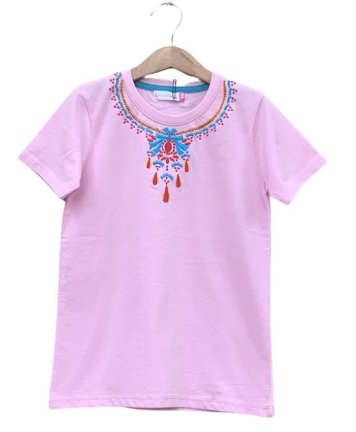 Embroidery necklace T-shirt